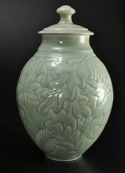 covered jar/urn
