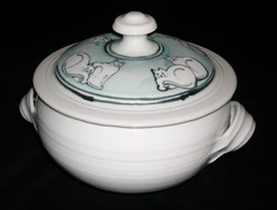 casserole with cat motif