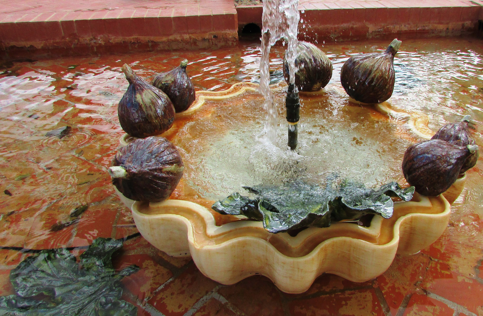 ceramic figs and leaves