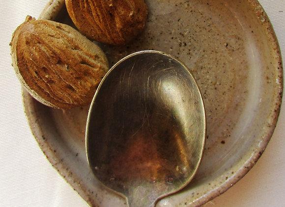 Almond spoon rest