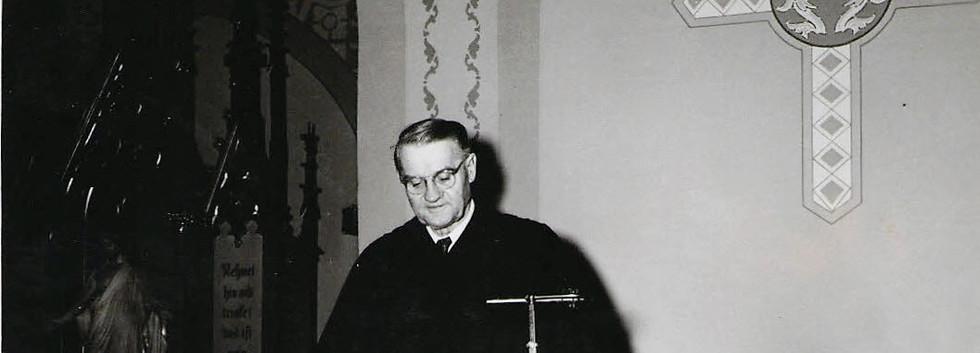 12 Pastor Richter Fall 1949.JPG