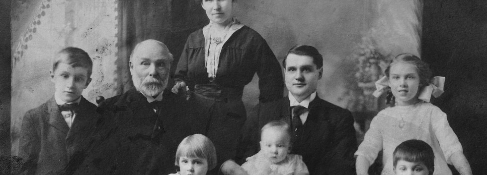 5b Rev E G Richter and family, Youngstow