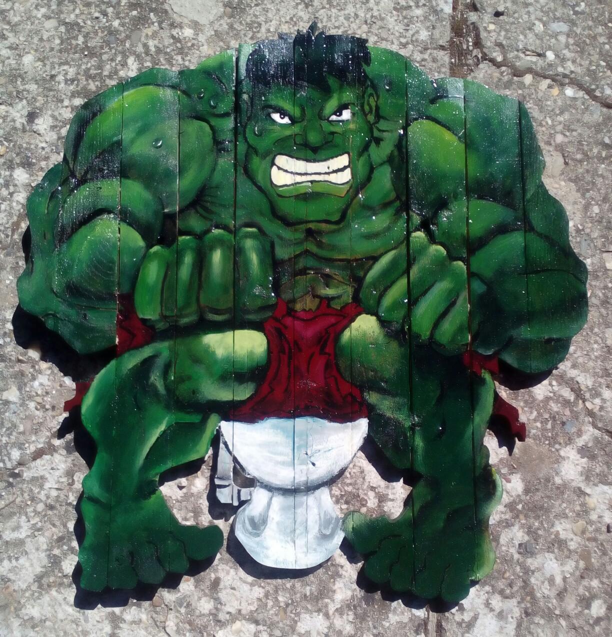 Hulk en el WC