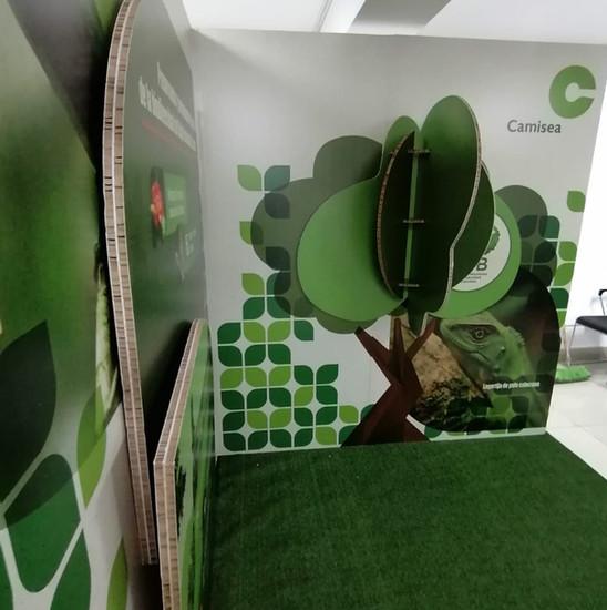 Stand Ecológico de cartón para Camisea