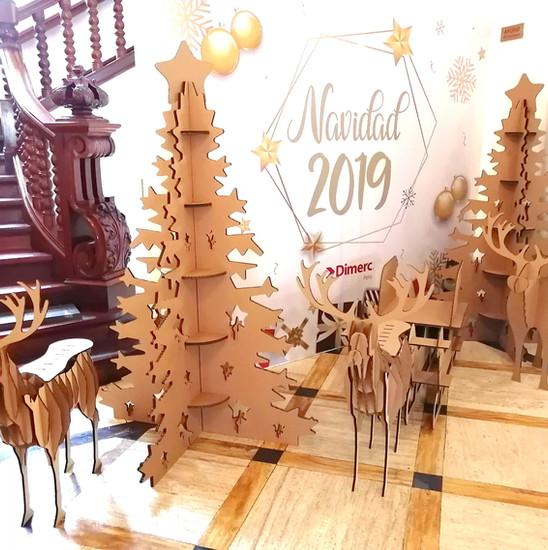 Árbol de navidad hecho con cartón