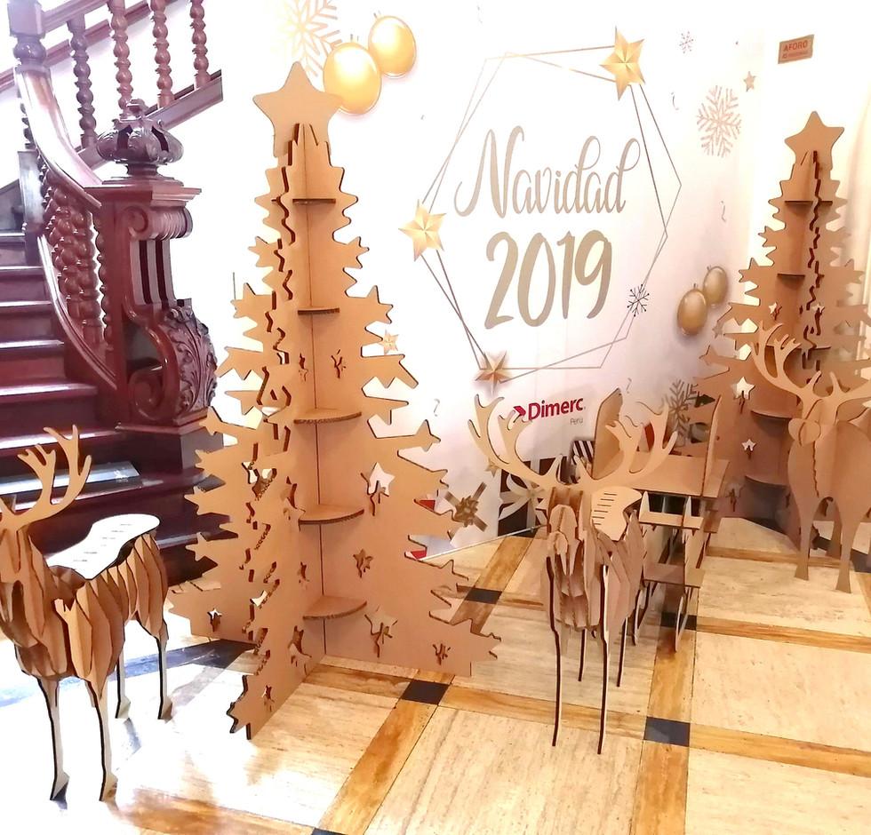 Arbol de navidad de cartón en Lima - Perú