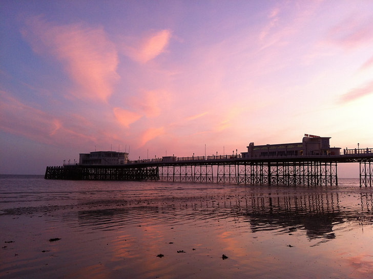 Worthing_Pier_at_sunset,_low_tide.JPG