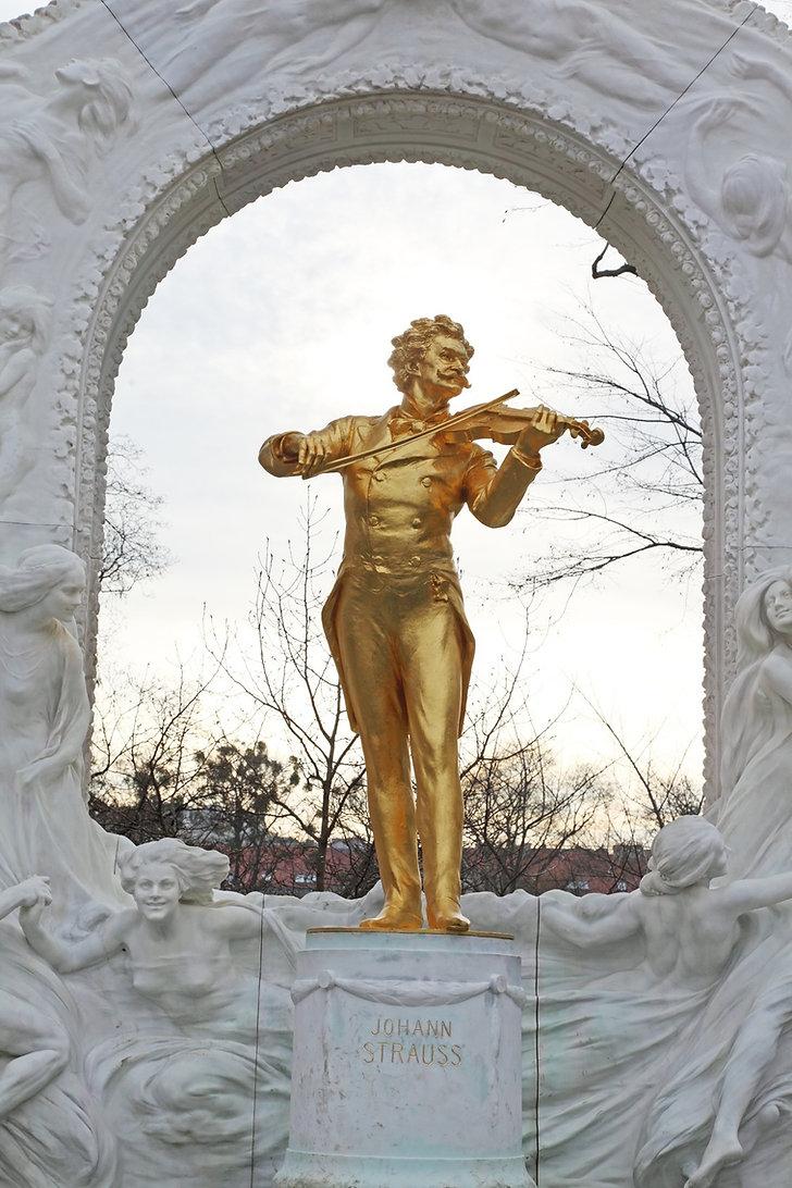 Strauss Vienna statue.jpg