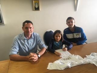 Jasmine signs for Leeds United