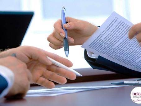 ¿Es legal que el banco obligue a contratar un seguro o me impone nuevas comisiones?