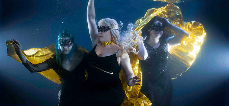 group_underwater_photoshoot_3.jpg