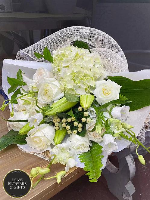 White Elegance (Hand-tied Bouquet)