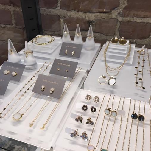 Présentoir à bijoux en acrylique