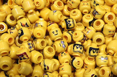 181127-lego-heads-poop-time-feature.jpg