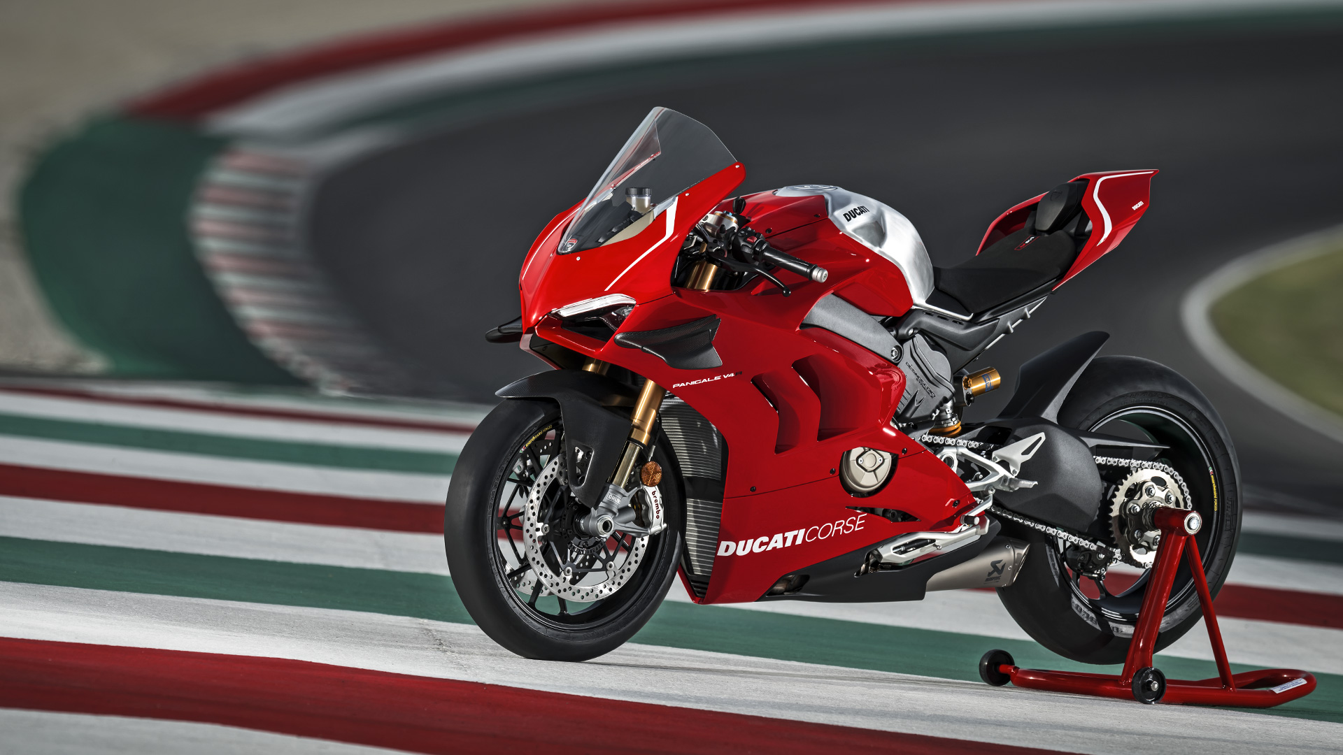 Panigale-V4R-Red-MY19-Ambience-01-Galler