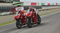 Panigale-V4R-Red-MY19-Ambience-04-Galler