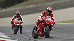 Panigale-V4R-Red-MY19-Ambience-13-Galler