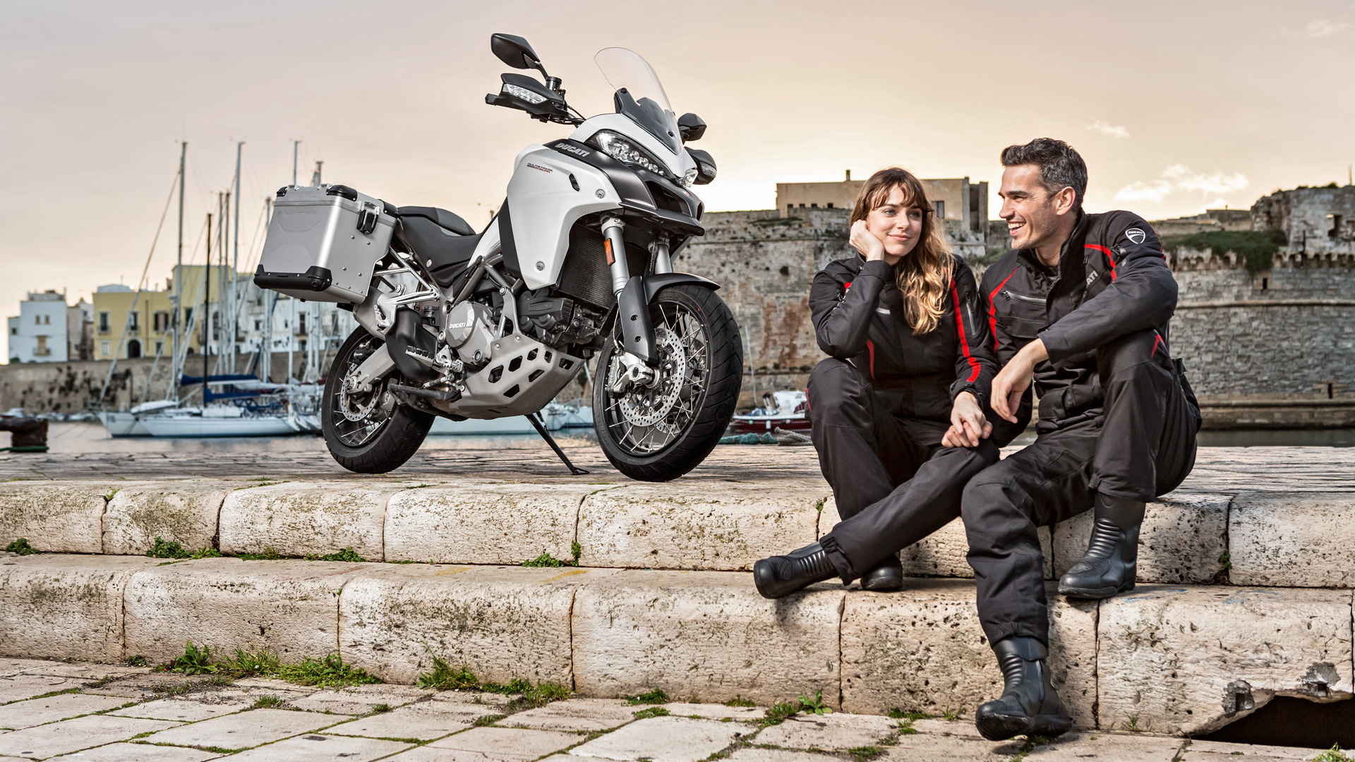 Multistrada-1200Enduro-MY18-Grey-29-Slid