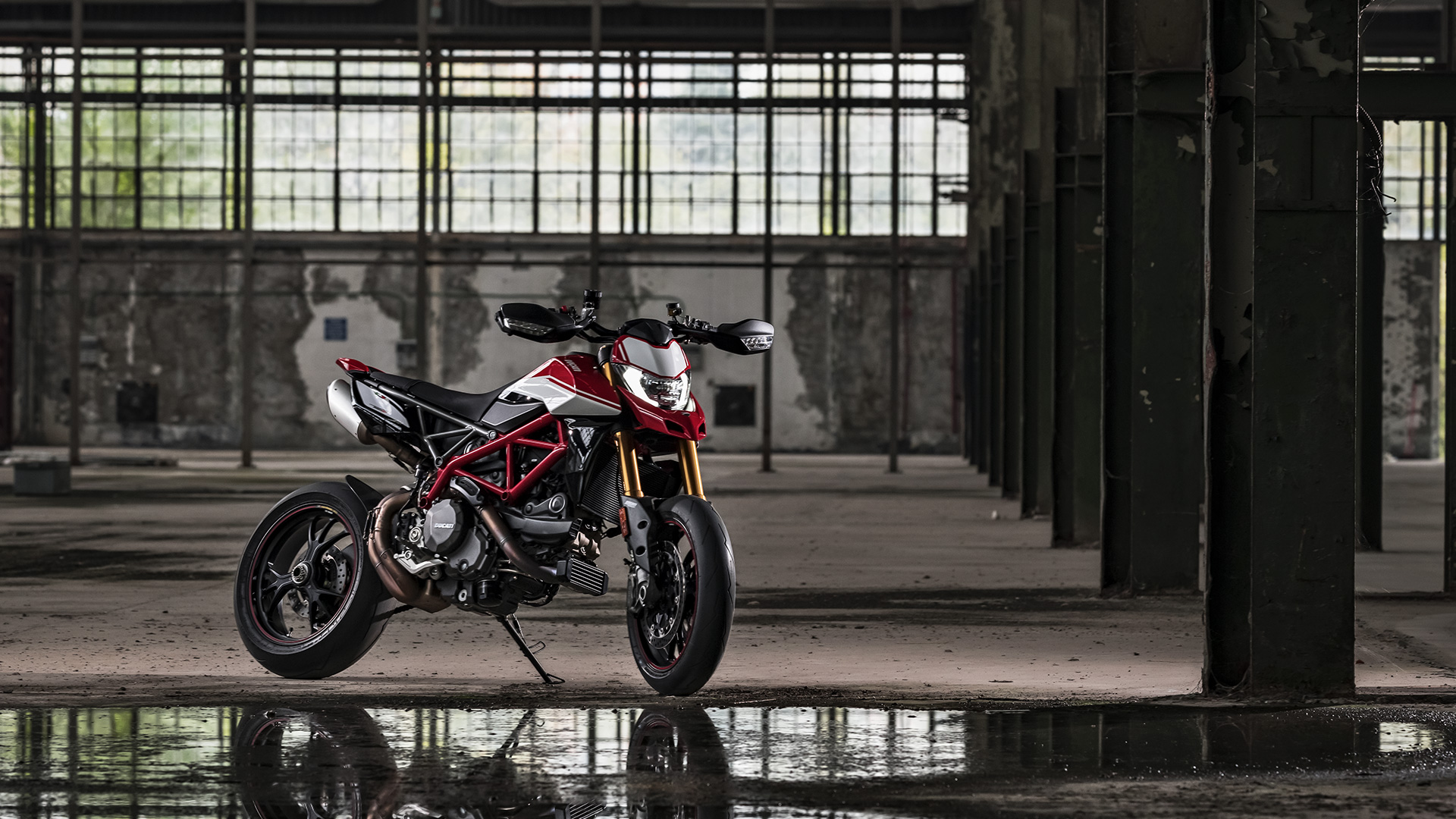 Hypermotard-950-SP-MY19-Torino-08-Galler
