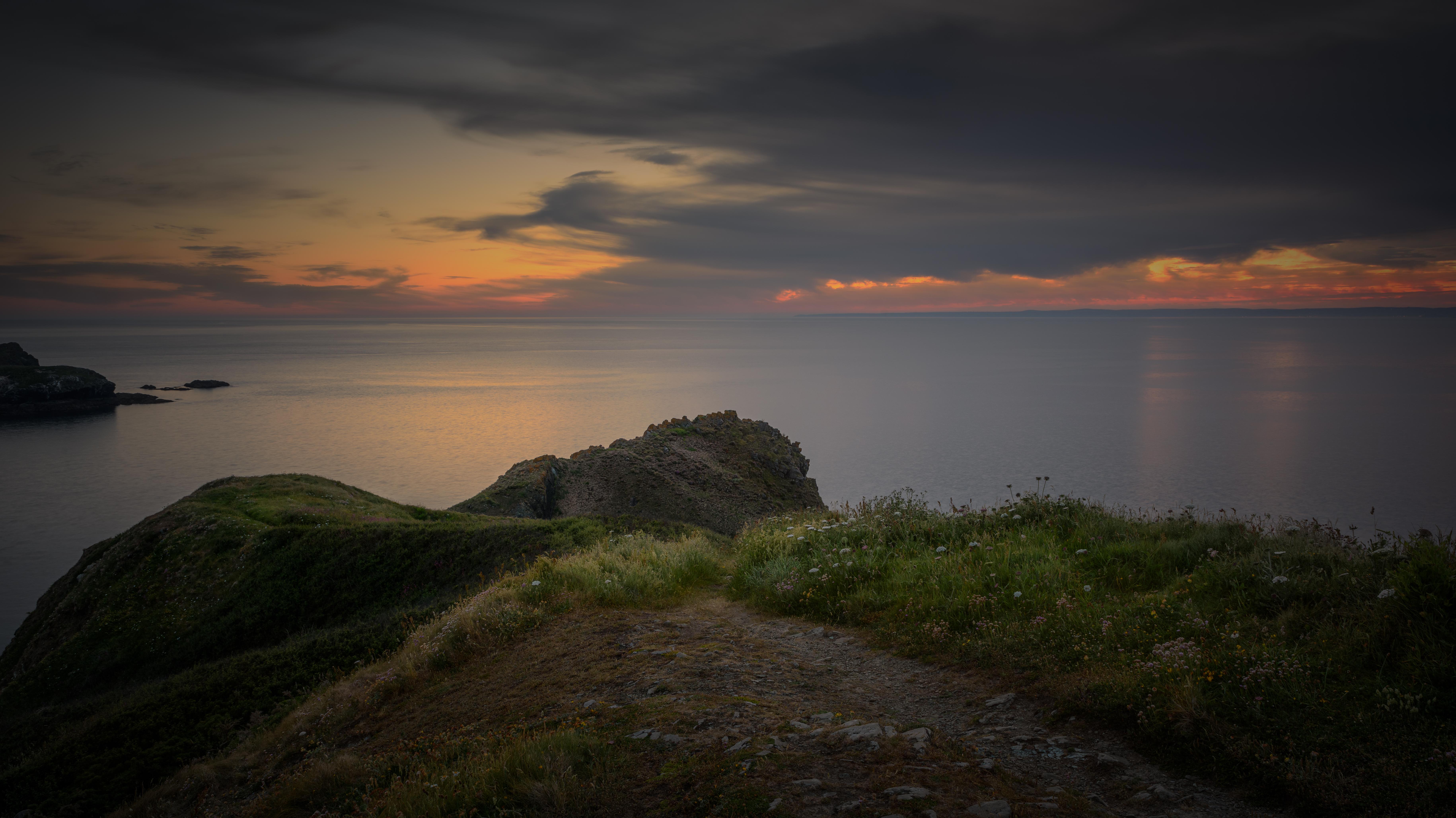 Mullion Cove - entre le coucher de soleil et l'heure bleue