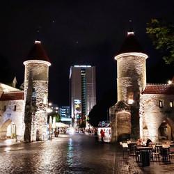 24 August 20 - walking around.. Tallinn by night..
