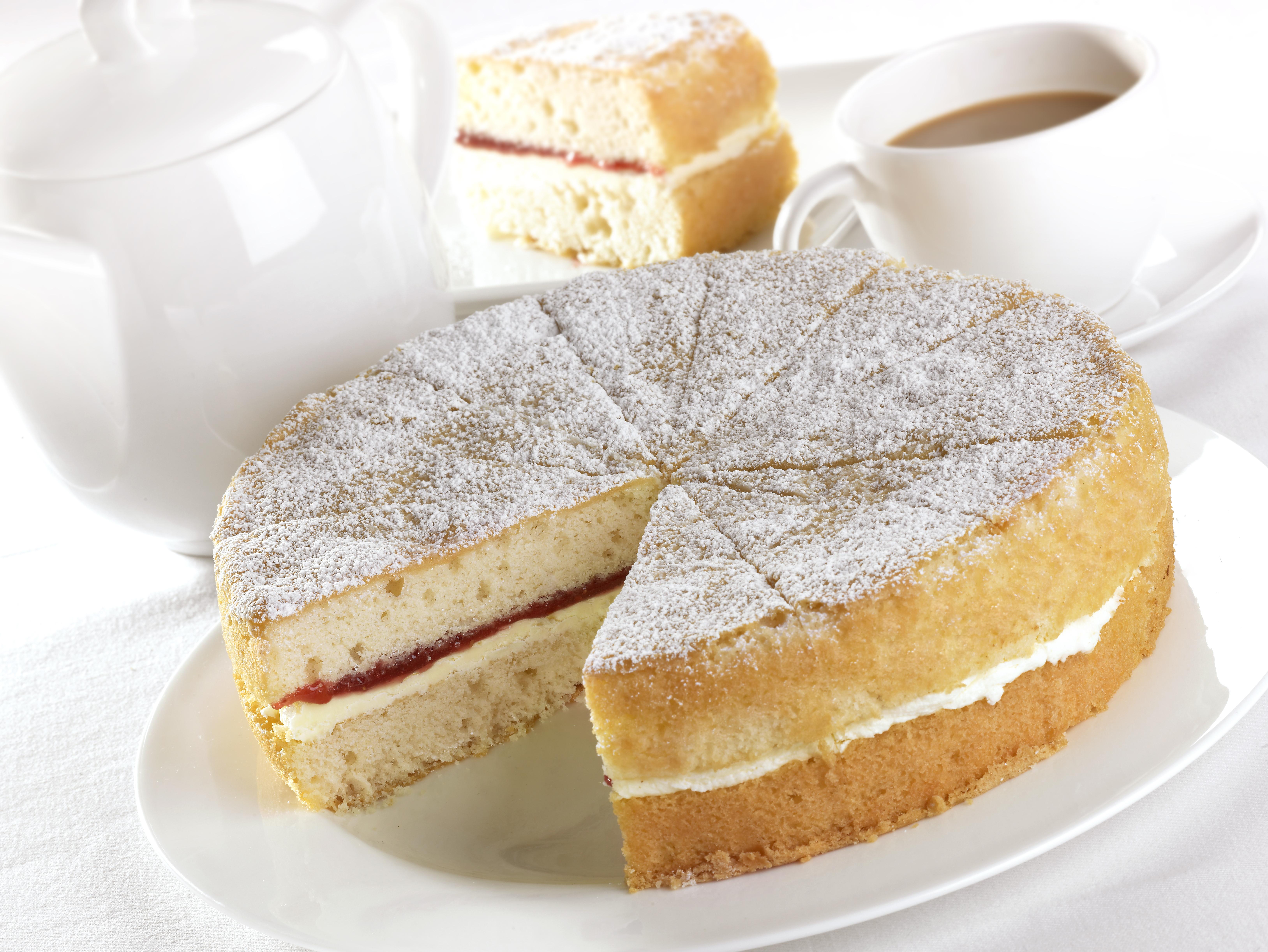 HCC071501 Buttercream & Jam Cake