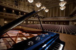 Berlin-_Grand_piano_at_the_main_hall_stage_in_the_Konzerthaus_-_4189