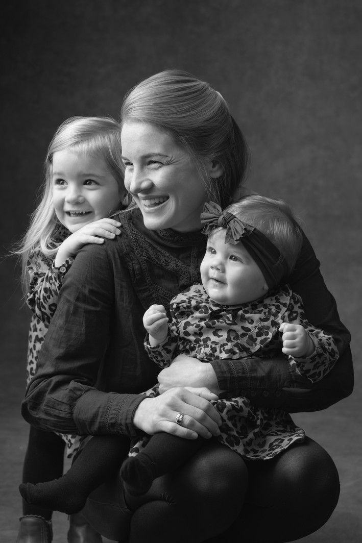 GRAYSCALE-Mum_and_Daughters.jpg