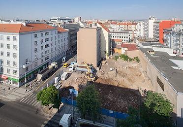 Komunardů 35, stavební jáma