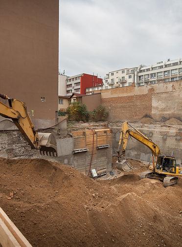 KOMUNARDU35-stavba-jama-3podlazi.jpg