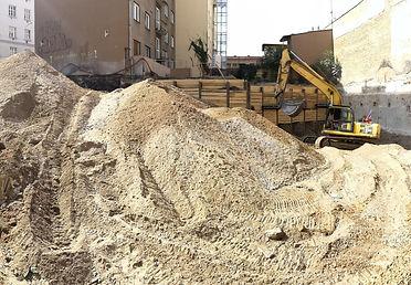 KOMUNARDU35-stavba-stavebni-jama-pokracu