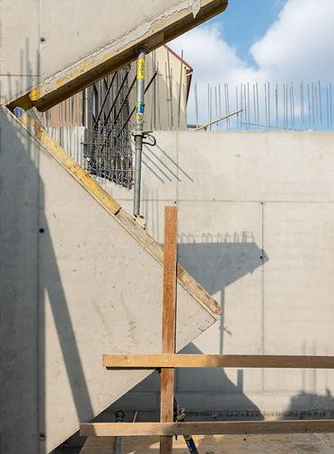 KOMUNARDU3-detai-schodiste.jpg