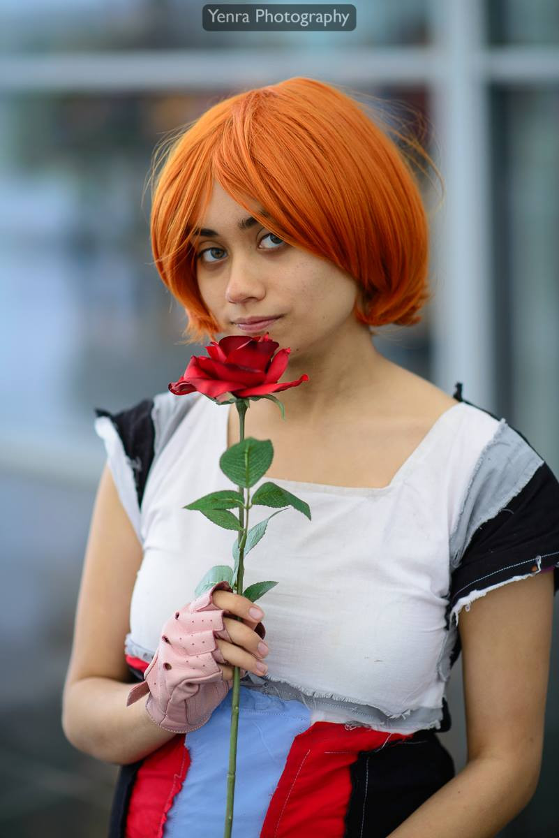 A person dressed up as Nora Valkyrie from RWBY
