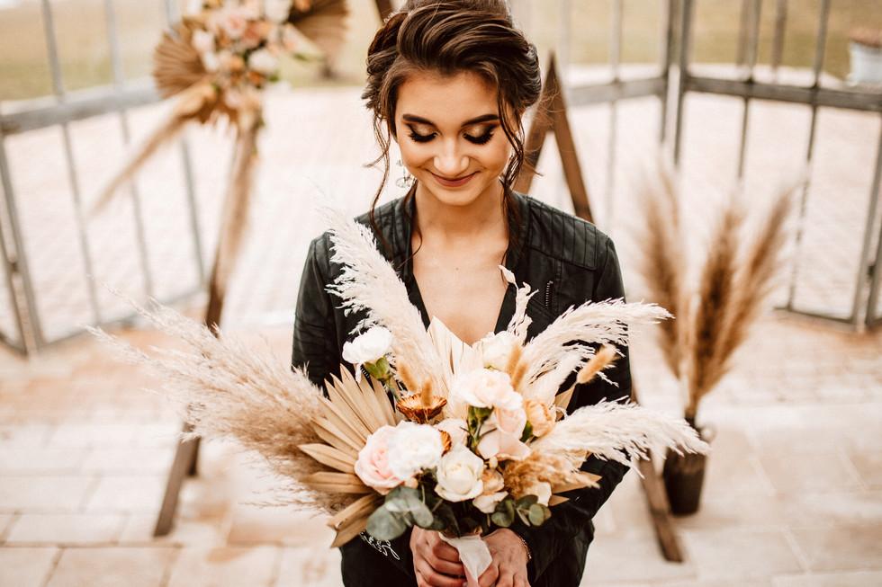 bukiet ślubny kwiaty w polu.jpg
