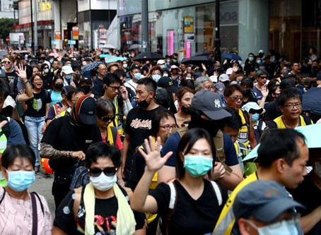 Protests of fire and tear gas in Hong Kong