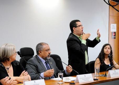 Professor cobra atenção do MEC a pessoas surdas