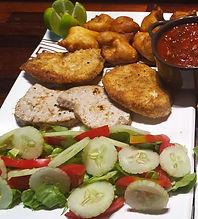 <img src='trio-de-poisson.jpg' alt='assiette composée de trio de poisson'/>