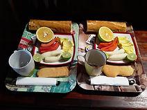 <img source='petit-dejeuner.jpg' alt='Petit déjeuner à la pension Chez Mel.' />