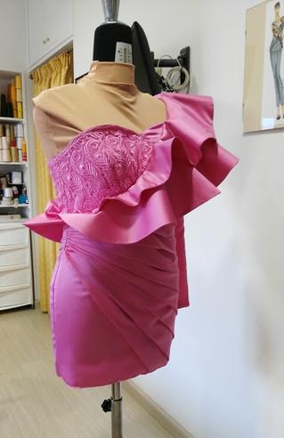 Sperimentare con il tessuto: l'abito-scultura