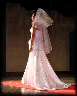 """Sette abiti da sposa: un abito con """"carattere"""""""