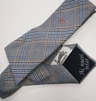 La cravatta sartoriale personalizzata: un manufatto prezioso da regalare