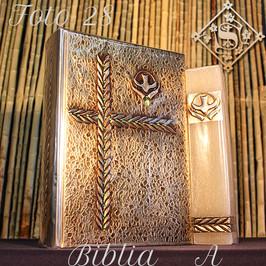 A28-Biblia 16x11x4cm Vela 4x4x15cm.jpg