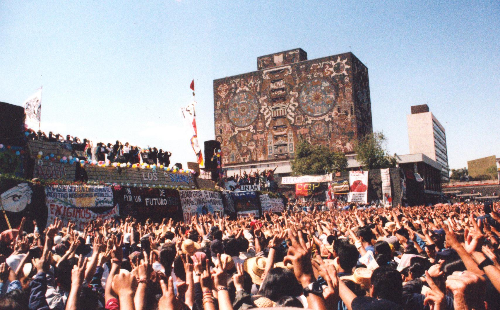 Izzzk.-  color tierra palco UNAM