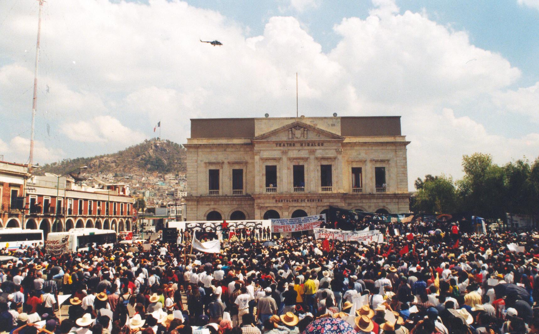 Iza.- color tierra Pachuca panoramica con helicoptero
