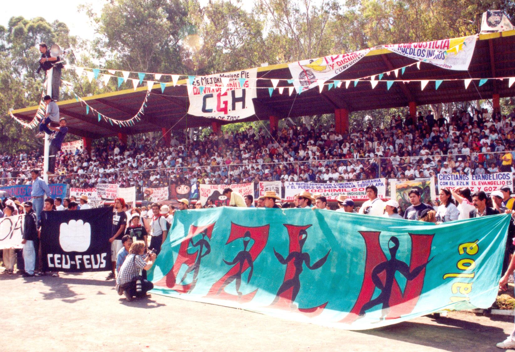Izzy.= color tierra Xochimilco tres luchas estudiantes