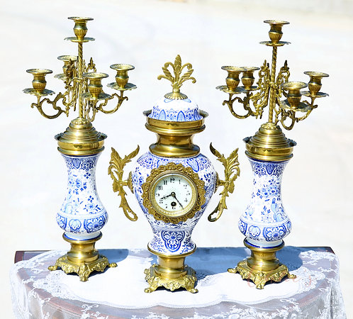 Set of candle holders with a clock