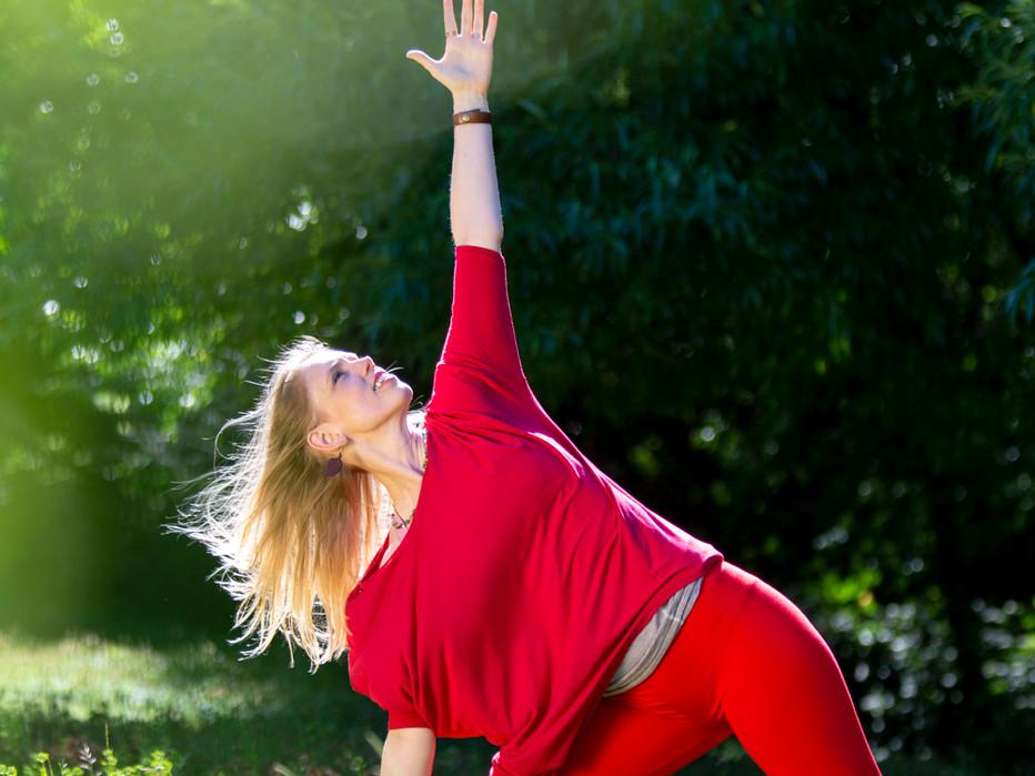 Bija Yoga Tasmania / Hobart / Holli Gipson / Trikonasana / triangle pose / Fire / freedom / bright / summer / standing pose