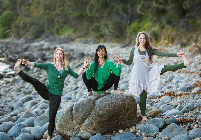 Bija Yoga Tasmania / Hobart / Holli Gipson / Pema Choo / Jen Van-Achteren / parivrtta padangushtasana / malasana / toe hold extension / balance / practice / hip opening / rocks / boulders / stability / grounded / kapha