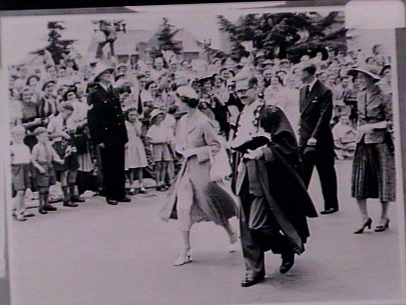 queen at showground 1954