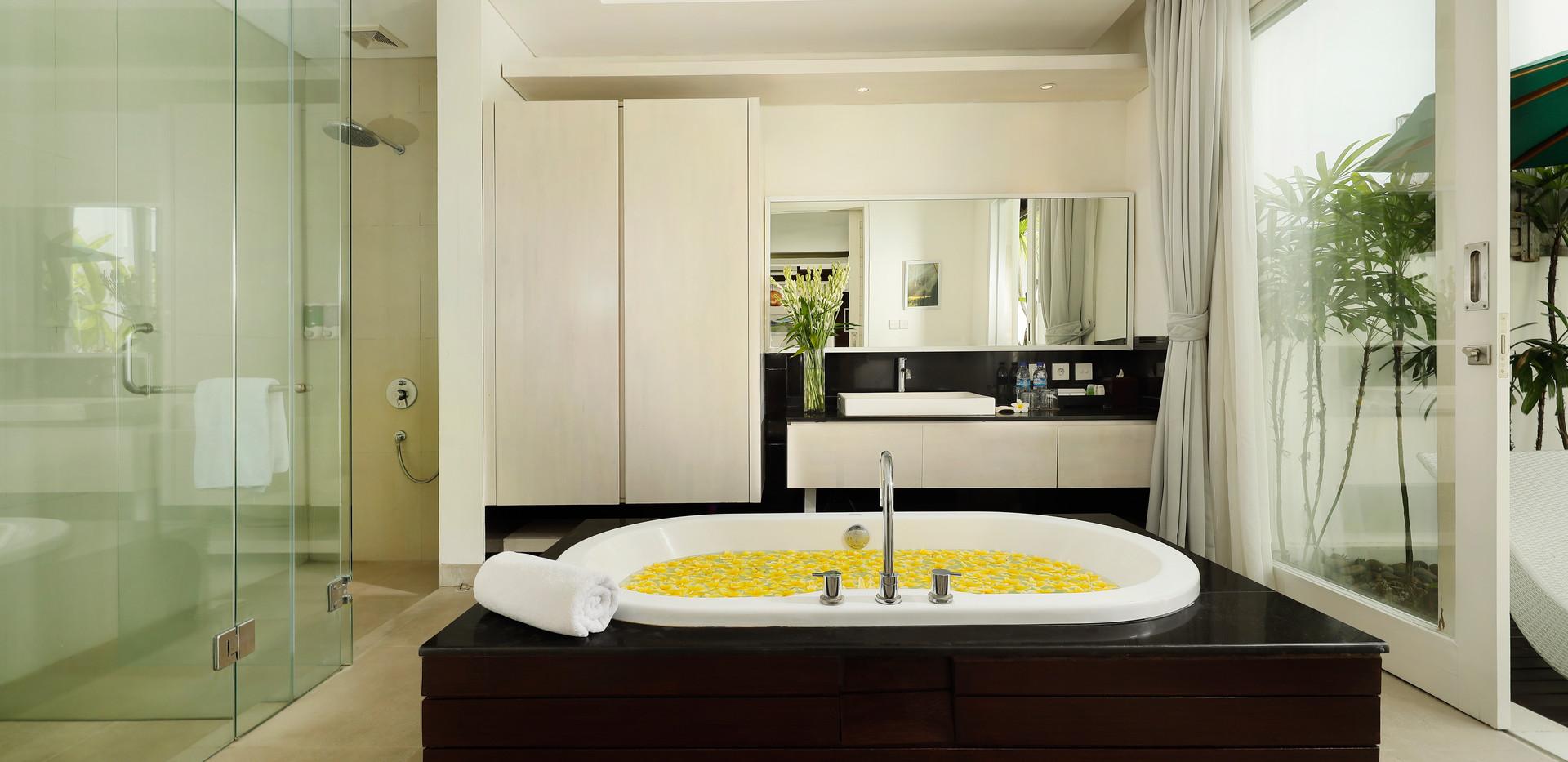 Stereo Pool Villa Bathroom.jpg